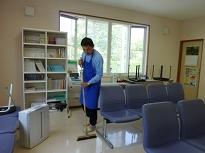こすもす作業所 診療所での清掃作業